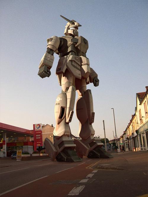 Gundam by Justin Dowling