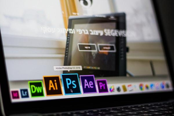 desktop with hovered adobe photoshop cc application